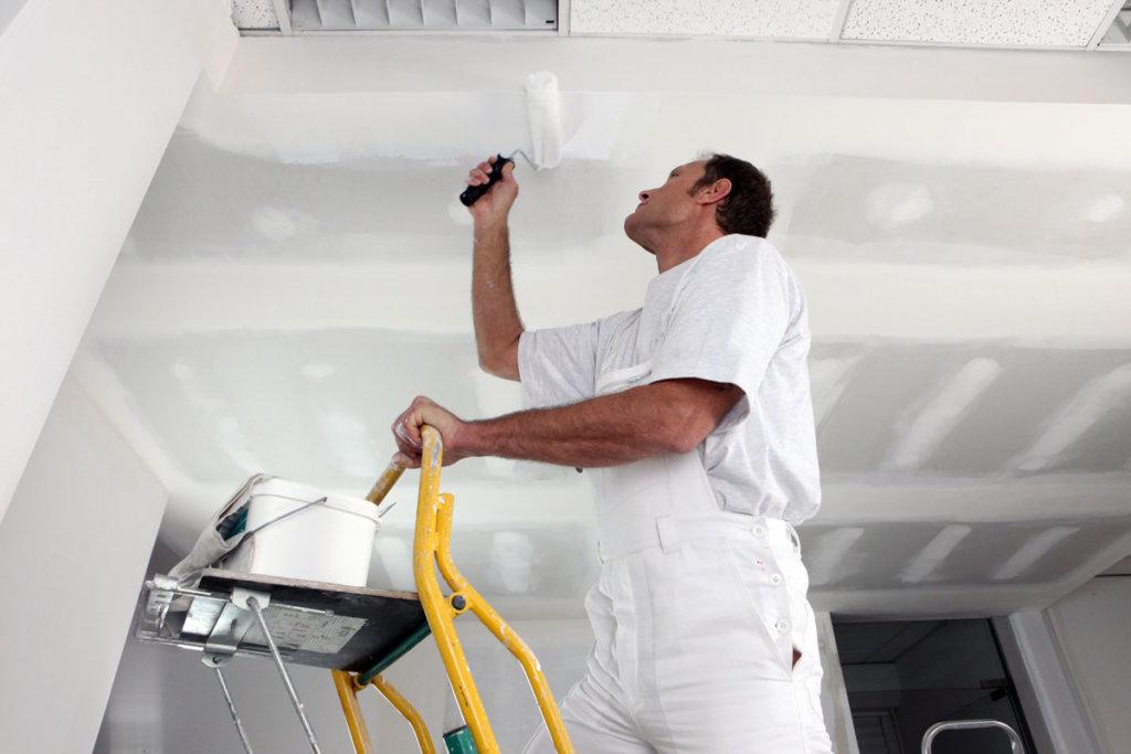 Flexible Innenraumgestaltung - Trockenbau - Decke wird gestrichen